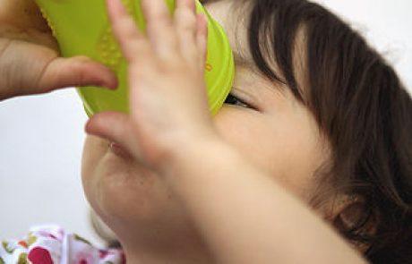 השמש יוקדת, מזג האוויר חם ובכל זאת הילד מסרב לשתות מים?